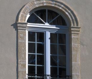 Fenêtre rénovation PVC blanc, petits bois incorporés