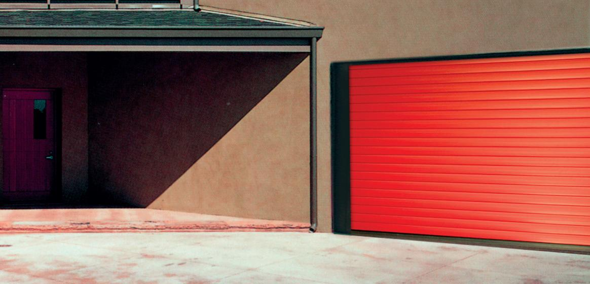 porte de garage à enroulement rouge