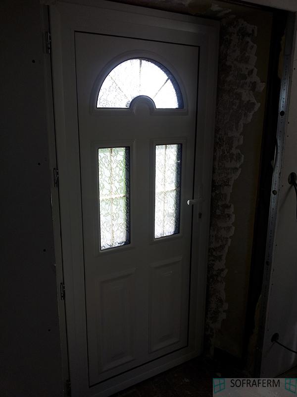 Porte d'entrée vue intérieure à LONJUMEAU 91160